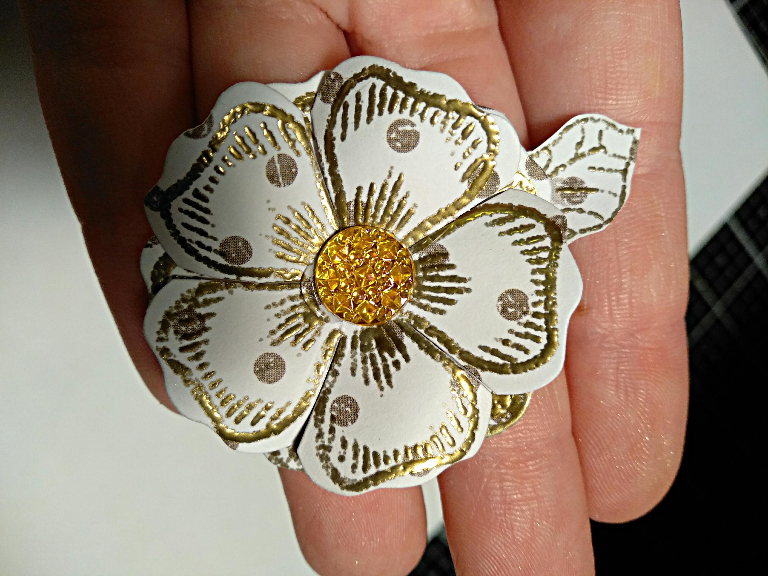 kwiaty z embossingiem, Papierowe kwiaty z embossingiem na gorąco